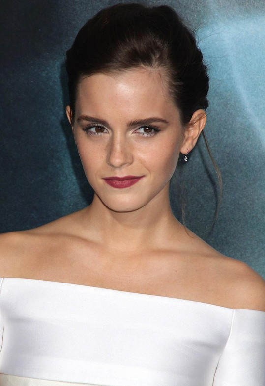 Emma Watson působila naopak starším dojmem.