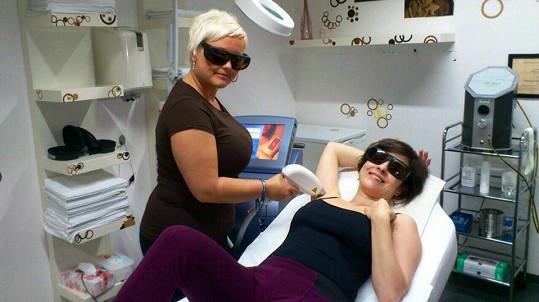 Kristýna si zašla na laserovou epilaci, a to nejen podpaží.