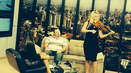 Jitka si neplánovaně zahrála během rozhovoru v brazilské televizi.