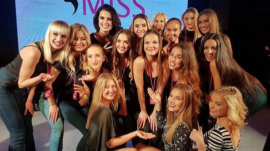 Andrea zasedla o víkendu v porotě semifinále České Miss. Tohle jsou finalistky letošního ročníku.