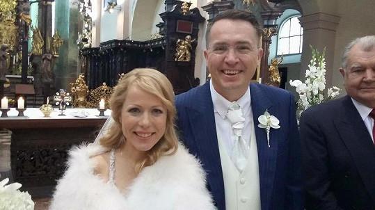 Roman Šmucler se dnes oženil s přítelkyní Ivou.