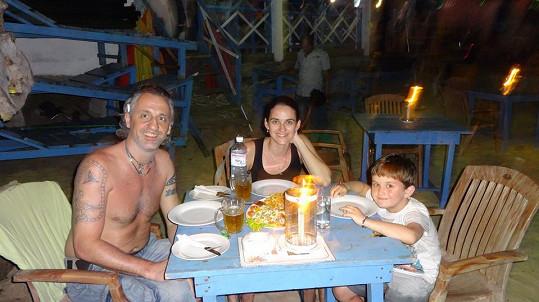 Jídlo je na Srí Lance skvělé. Pohled na Ivanovo vymakané tělo pro Libušku jistě také.