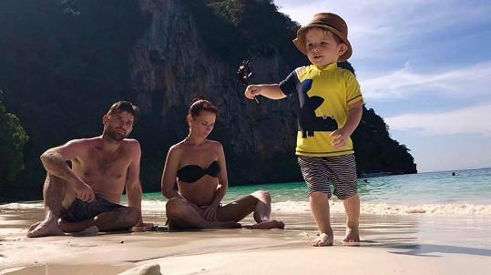 Sandra Nováková s partnerem Vojtěchem a synem Mikulášem navštívili Thajsko. Ani tam nezažili idylku.