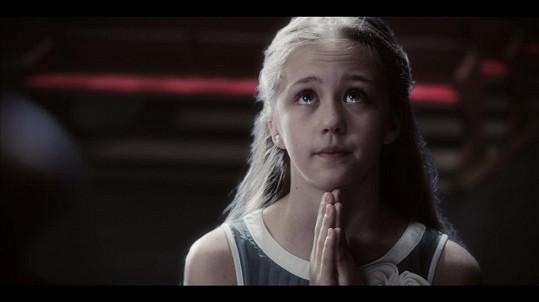 Na začátku klipu dívenka prosí, aby Ježíš potrestal zlého Santu Clause.