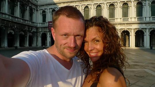 S režisérem Viktorem Taušem se seznámila během natáčení filmu Klauni.