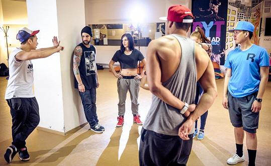 Choreografii vytvořil jeden z Benových tanečníků Kenny ze známé dvojky Fugi a Kenny.