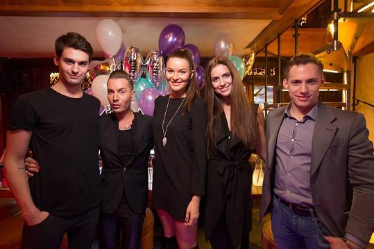 Česká Miss 2015 oslavovala se svými kamarády třiadvacáté narozeniny.
