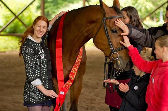 Nikol dekorovala nejkrásnějšího koně.
