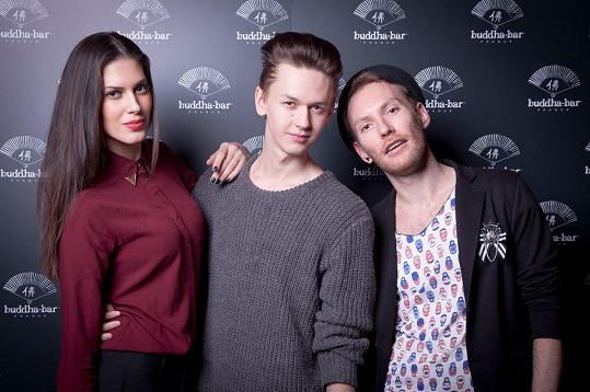 Aneta dorazila v doprovodu stylisty Michaela Kováčika a kadeřníka Martyho.