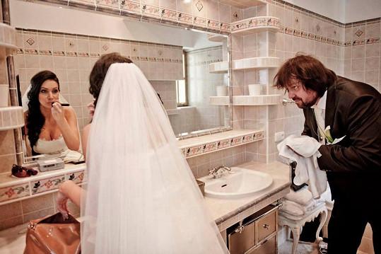 Andrea se pochlubila fotkou ze zákulisí loňské svatby s Jiřím Pomejem.