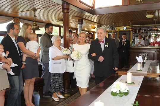 Maminka Moniky Absolonové se podruhé vdala.