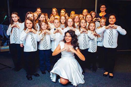 Diana a klánovický dětský sbor Claireton Chorale