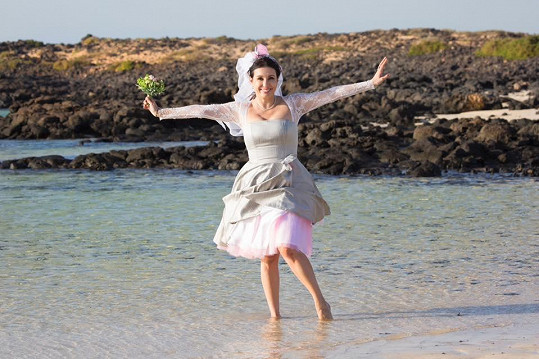 Nela Boudová se vdávala na pláži nedaleko městečka, které si zamilovala...