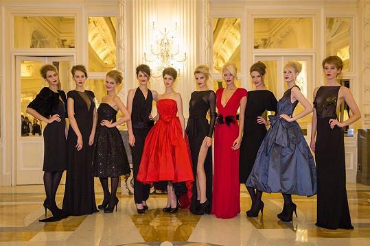 Modelky v sále hotelu