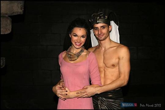 Kamile ale úplně stačí její přítel, tanečník Tomáš Smička.