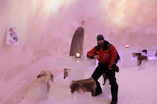 Václav Noid Bárta v ledové jeskyni.