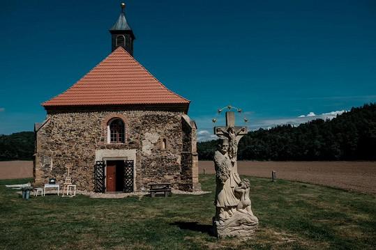 Svatba se konala v kostele sv. Petra a Pavla v Dolanech u Hlinců.