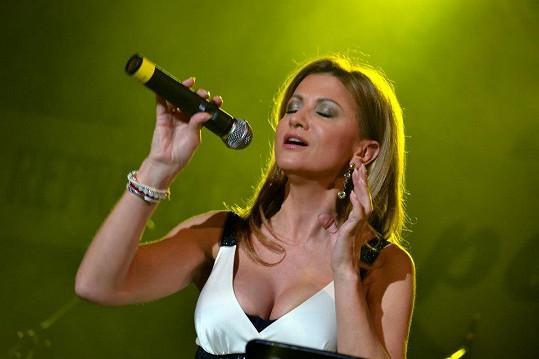 Yvetta Blanarovičová zazpívala na plese v Sokolově.