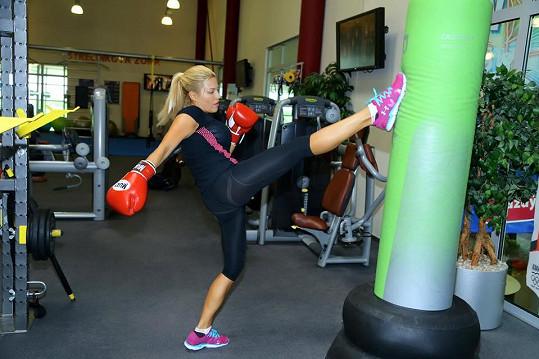 Žádnému sportu se Eva nevěnuje pravidelně, ale bez pohybu by prý nemohla žít.