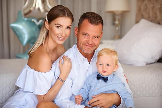 Přesně před rokem se s partnerem Tomášem stali rodiči.
