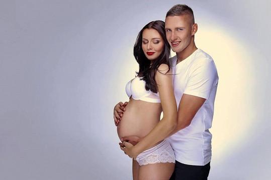 Tereza Chlebovská s Pavlem Kadeřábkem během těhotenství