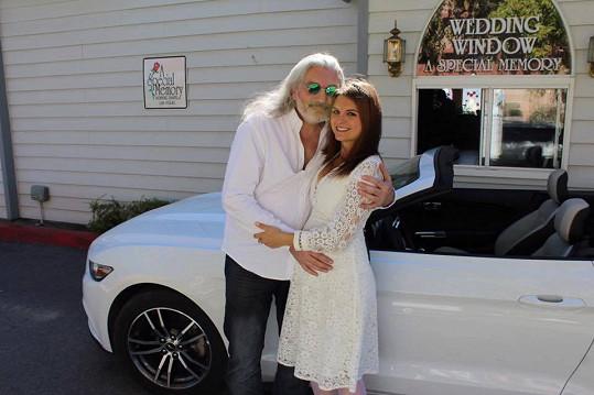 Dan Hůlka s manželkou