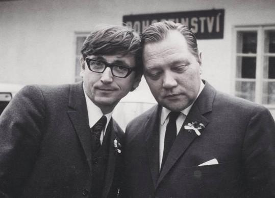 Přidal i fotografii s otcem Rudolfem Hrušínským.