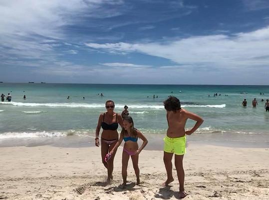 Prázdniny tráví s dětmi, dcerou Jasmínkou a synem Daníkem.