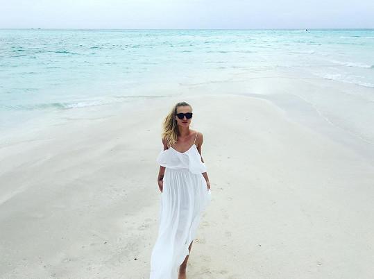 Barvy moře i písku berou dech.