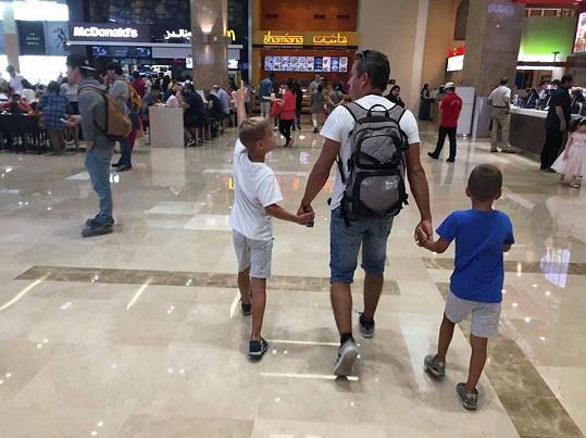 A se syny na letišti