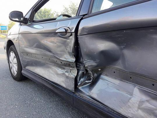 Naštěstí je v pořádku, odneslo to jen auto.