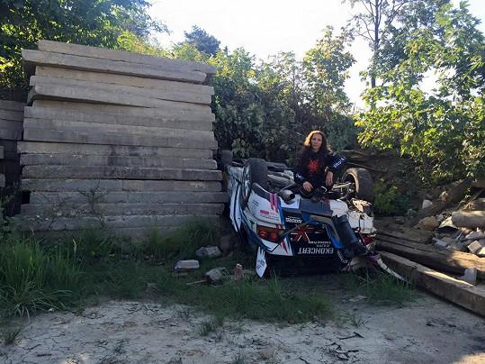 Před dvěma lety na Barum Rally obrátila svůj vůz na střechu.