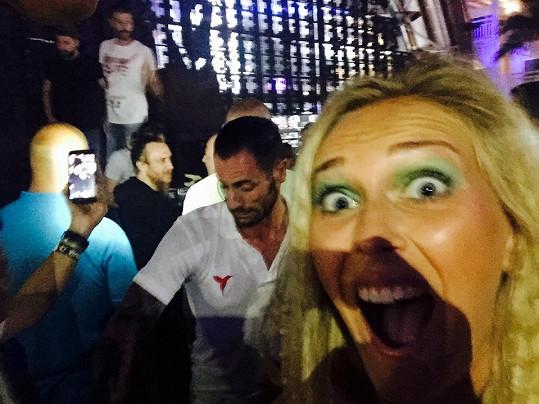 Zorka Hejdová si udělala selfie s Davidem Guettou a vyhrála sázku.