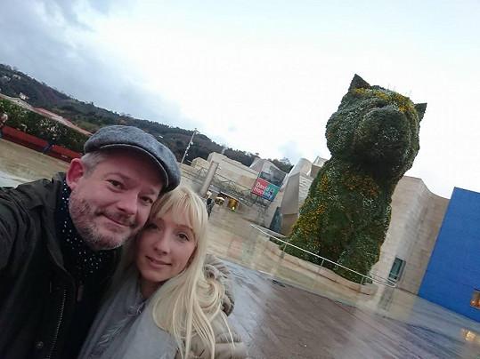 Aleš s manželkou vyrazil do Španělska.