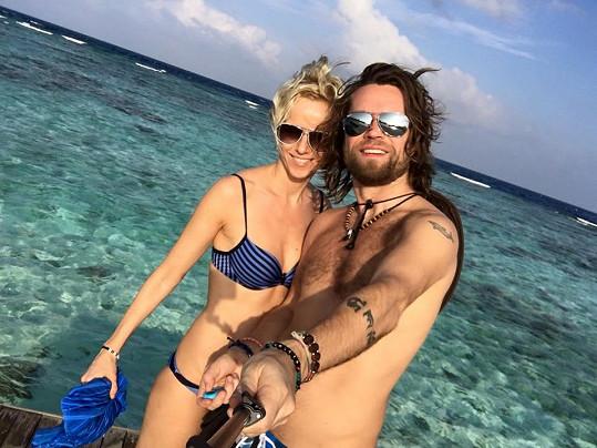 Richard Krajčo s přítelkyní poznává krásy Malediv.