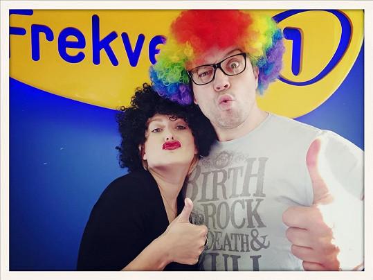 Miluška Bittnerová a Ruda z Ostravy se takhle vystrojili na vysílání do rádia.
