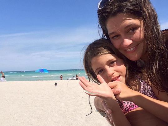 Srpen tráví s dcerou Adriankou na Miami.