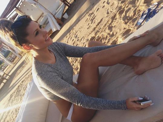 Tereza Kerndlová se vyhřívá v Egyptě.