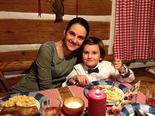 Libuška Vojtková se synem Matyášem.