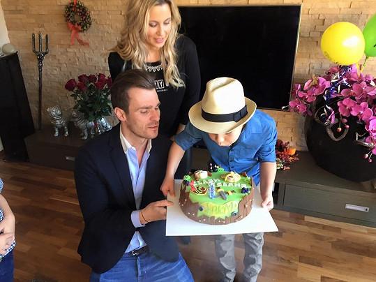 Nemohl chybět narozeninový dort.