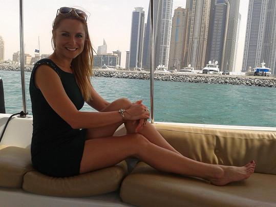 Pavelková si práci v Emirátech užívá. Ani pátý den natáčení se na ní nepodepsala únava.