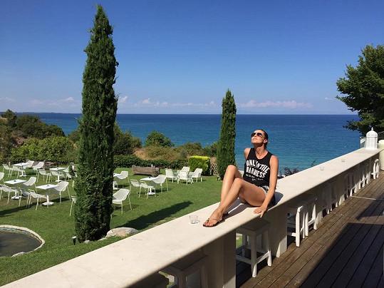 Iva Kubelková si dovolenou v Řecku užívala.