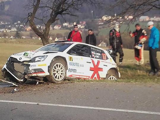Daniel Landa u nabouraného auta