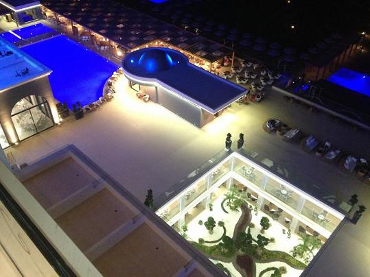 Hotelový komplex nabízí hned několik bazénů.