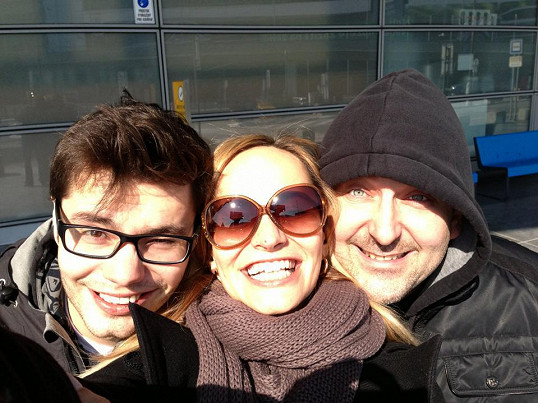 Monika, Marek a Jára Urban ještě na letišti.
