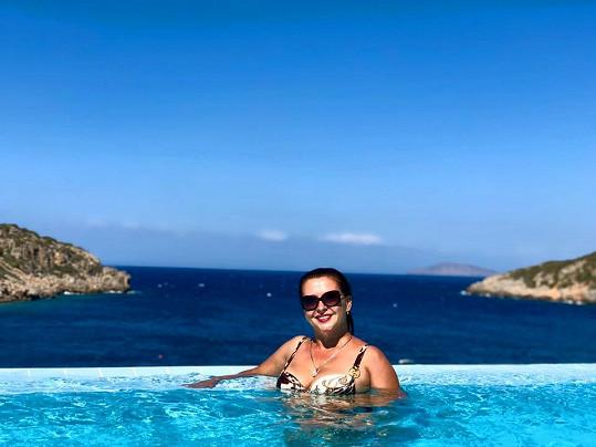 Dana Morávková se nechala na dovolené zvěčnit v bazénu.