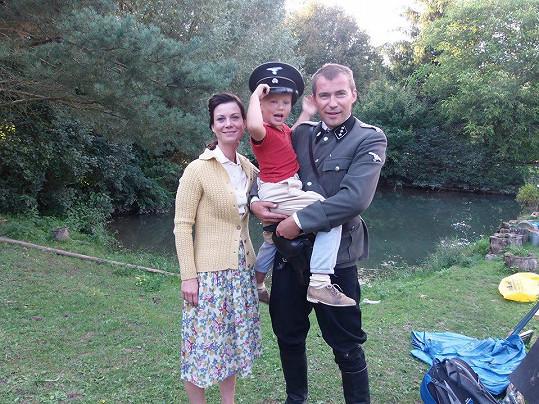 Bořek Slezáček se synem Koljou a jeho filmovou maminkou Šárkou Ulrichovou