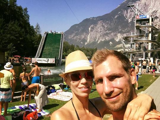 Do Alp odjela s přítelem Andrém.