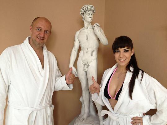 Marta s kolegou Pavlem Svobodou v aquaparku v Čestlicích.