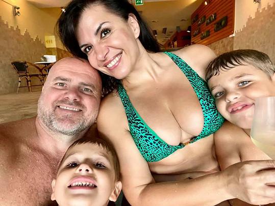 Nechybí ani manžel Radek a synové Adrian a Sebastian.